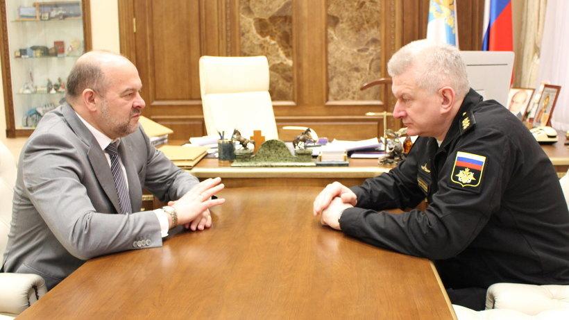 Николай Евменов и Игорь Орлов договорились о том, что военные моряки возьмут шефство над архангельскими морскими кадетами