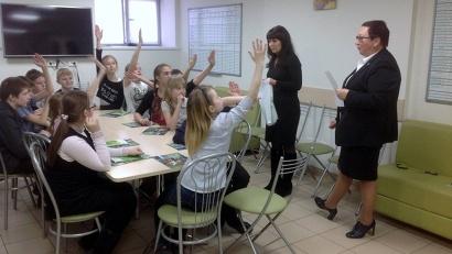 Учащиеся архангельской средней школы №10 на занятиях в отделении Сбербанка России