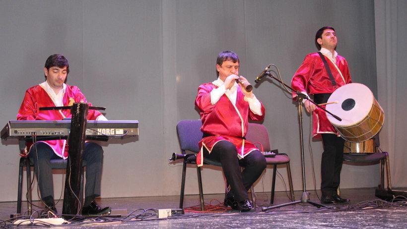 Праздничным подарком для зрителей концерта «Новруз-барйам» стало выступление артистов из Азербайджана