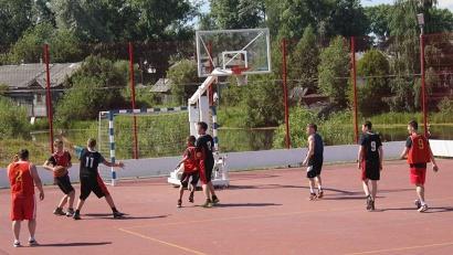 Новая баскетбольная площадка Исакогорского детско-юношеского центра