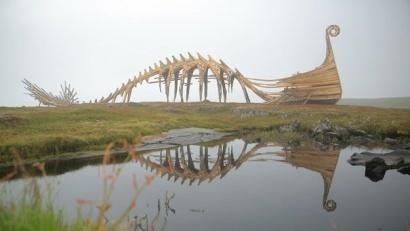 Над возведением 20-метрового сооружения художники трудились две недели
