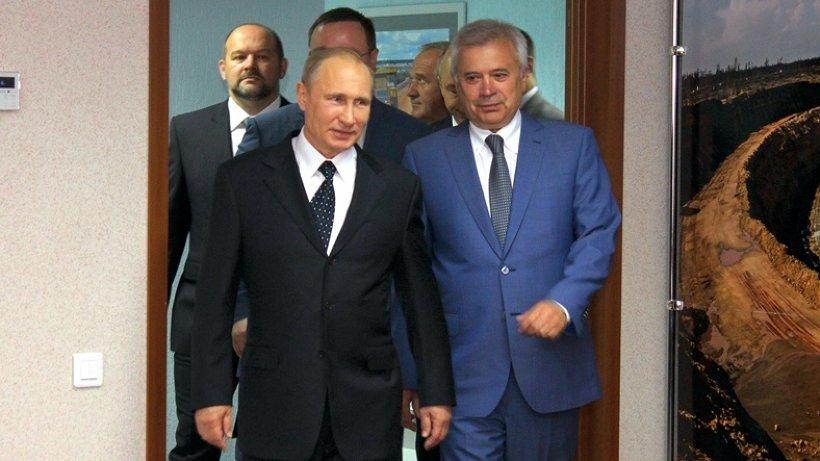 По оценке Владимира Путина, фабрика имеет хорошую перспективу, в том числе с социально значимой точки зрения: здесь создано около двух тысяч рабочих мест с достойной заработной платой