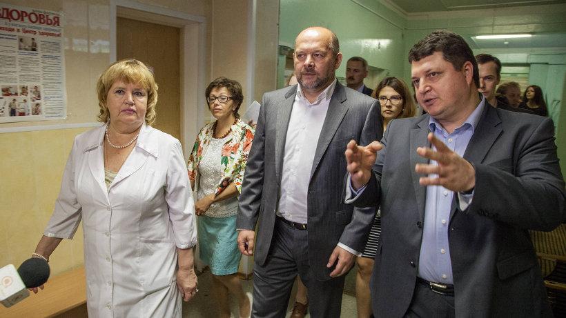 По итогам визита в медицинское учреждение Игорь Орлов принял решение провести ремонт обоих зданий уже в этом году