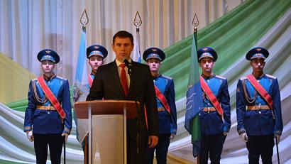После прозвучавшего Гимна Российской Федерации Игорь Арсентьев произнес слова присяги