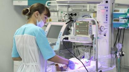 С имеющимся оборудованием отделение одномоментно может принять более ста женщин и выхаживать недоношенных малышей весом от 500 граммов
