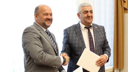Подписи под документом поставили губернатор Архангельской области Игорь Орлов и глава Вайоцдзорской области Республики Армения Арагац Сагателян