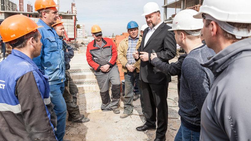 Губернатор Игорь Орлов призвал рабочих строить качественно и в срок