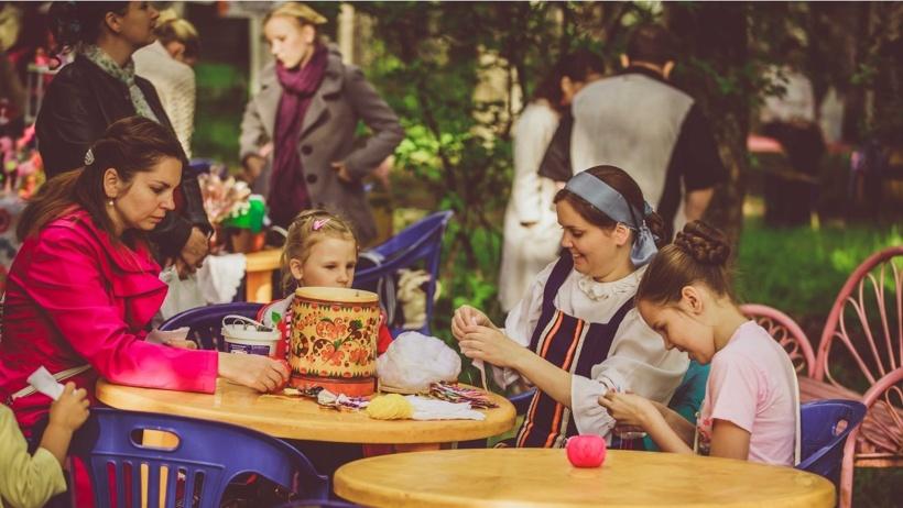 «Летний вечер в парке» – это концерты живой музыки, мастер-классы по декоративно-прикладному творчеству, игры для взрослых и детей