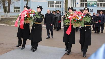 В церемонии приняли участие губернатор Игорь Орлов и глава администрации Невского района северной столицы Константин Серов