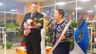 Первым выставочным экспонатом стал факел эстафеты Олимпийского огня, который подарила музею министр Елена Доценко