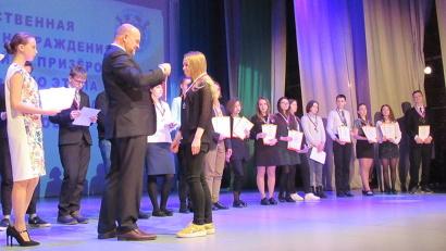 Медали победителям и призерам вручил губернатор Архангельской области Игорь Орлов
