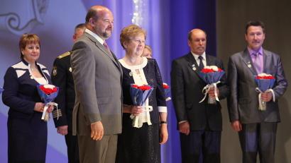 Ведомственные награды из рук губернатора получили девять человек