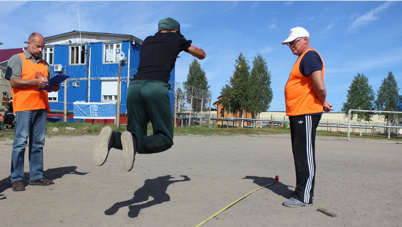 В состязания входит около 30 спортивных дисциплин