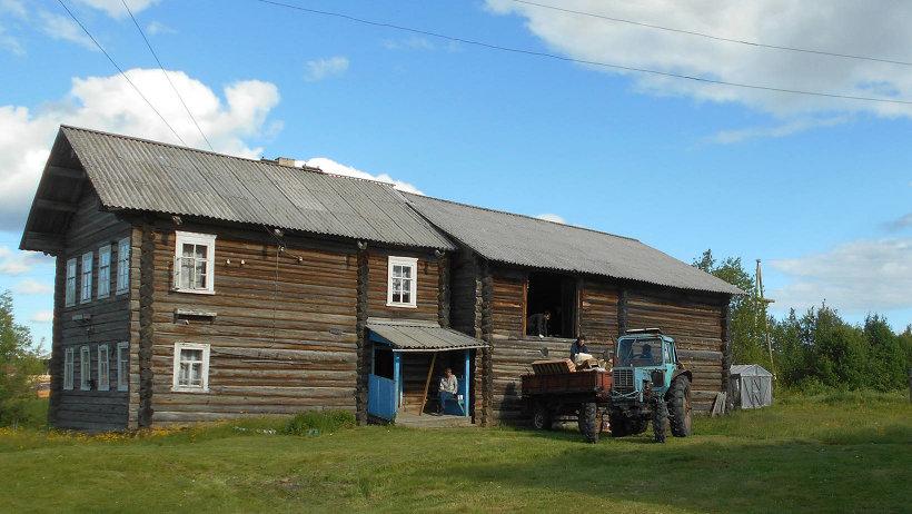 Участников лагеря поселят в старинные северные избы, а на поветях для них будут проводить занятия по народному пению, танцам
