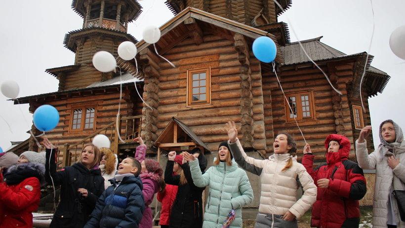 Дети запустили в небо шары – подарок ангелу-хранителю