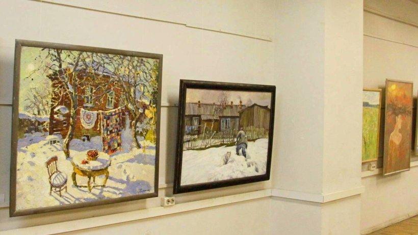 На выставке представлено более трёх десятков живописных  полотен