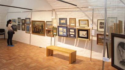 На выставке «Опалённые войной» представлено свыше 130 работ художников участников и ветеранов Великой Отечественной