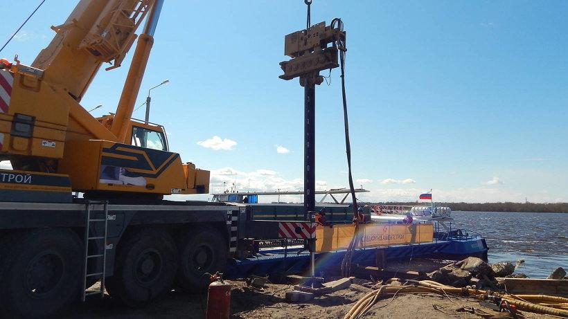 12-метровый металлический шпунт положил начало реконструкции набережной Седова