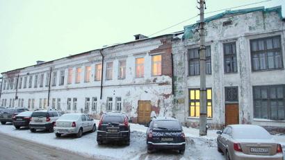 Школа размещается сразу в нескольких памятниках архитектуры, которые относятся к комплексу Николо-Корельского подворья