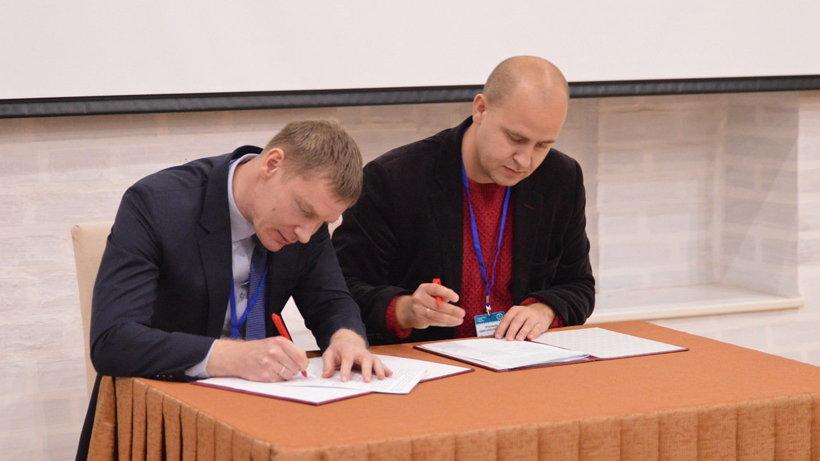 Подписание соглашения между ассоциацией «Серебряное ожерелье» и сообществом блогеров Петербурга. Фото пресс-службы правительства Вологодской области