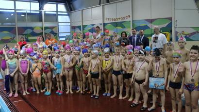 В 2017 году в рамках проекта 423 школьника научились плавать