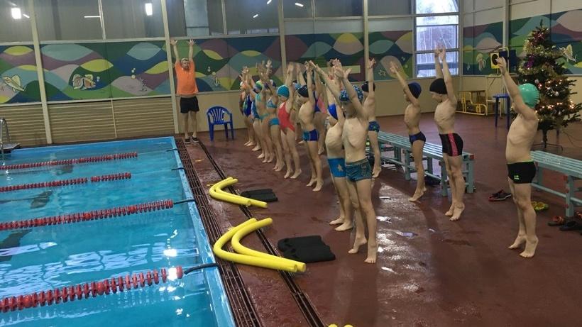 """Программа """"Умею плавать"""" рассчитана на 24 занятия. Тренировки для школьников проводятся на бесплатной основе"""