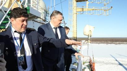 Делегация правительства Архангельской области побывала на борту атомного лихтеровоза «Севморпуть»/П. Кононов