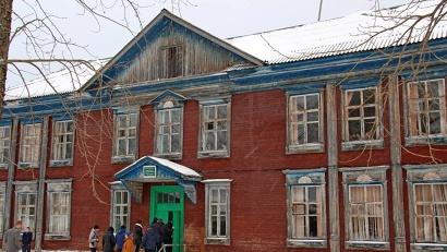 Сегодня в двух деревянных зданиях, построенных в середине прошлого века, обучаются 188 ребятишек