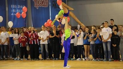 Мастера спортивной акробатики продемонстрировали участникам соревнований красоту и грацию