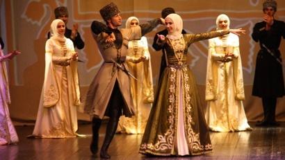 Зажигательные ритмы, отточенные веками движения танцоров, полные экспрессии и грации, не оставили равнодушными архангельских зрителей