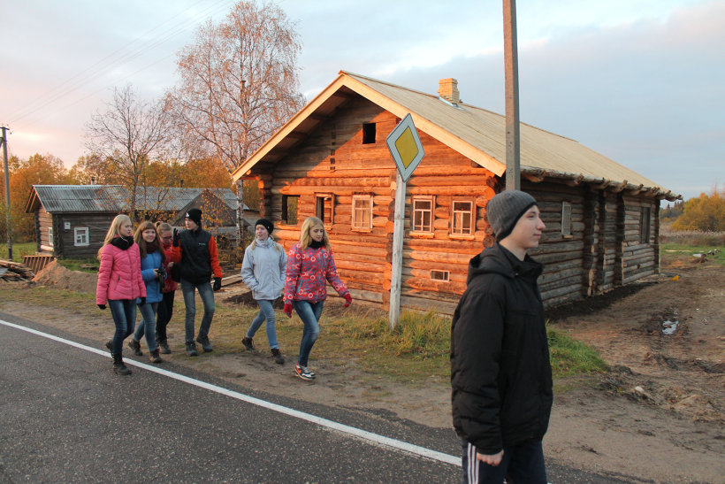 Котласские девятиклассники в Норинской. Фото Антона Чеплагина