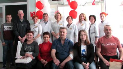 Доноры и сотрудники станции переливания крови