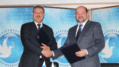 Подписи под соглашением о сотрудничестве поставили руководитель Федерального агентства Константин Косачев и губернатор Игорь Орлов