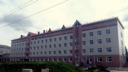 Новое здание ЦРБ и старый корпус больницы связаны переходом