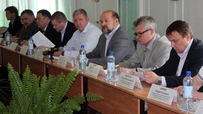 В совещании с предпринимателями приняли участие министры областного правительства, депутаты и руководство Холмогорского района
