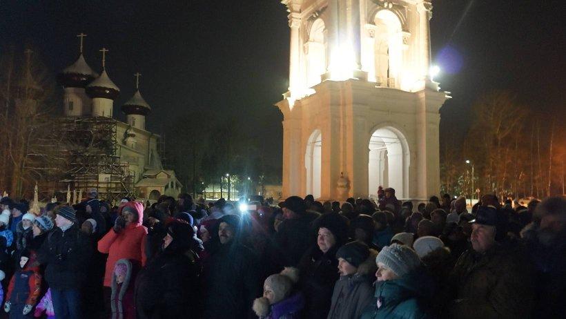 Местом проведения фестиваля стала Соборная площадь, сама история которой задаёт особый тон торжествам