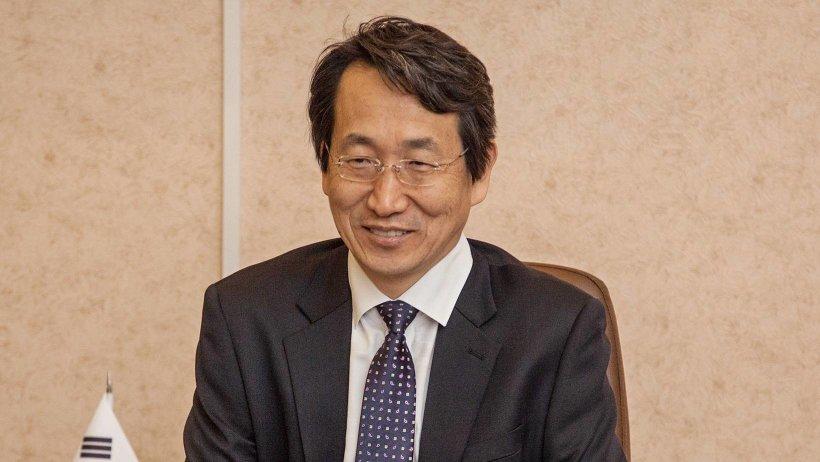 Генеральный консул Республики Корея в Санкт-Петербурге Ли Джин Хён прибыл на архангельскую землю впервые