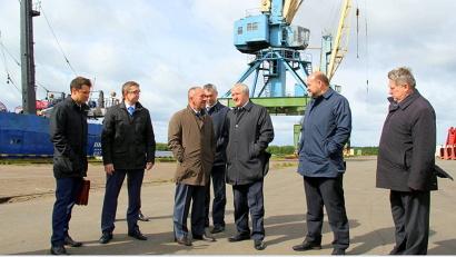 Свой визит в Поморье  Владимир Булавин начал с посещения ОАО «Архангельский траловый флот»