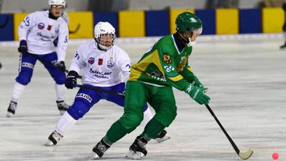 На льду столичного комплекса «Крылатское» хоккеисты «Водника» сразились с московским «Динамо»