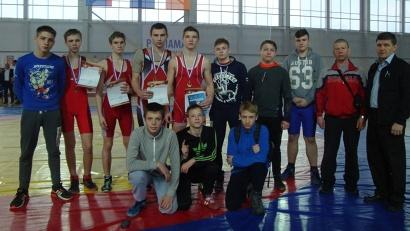 Поморье на окружном первенстве представляли борцы из Архангельска и Новодвинска