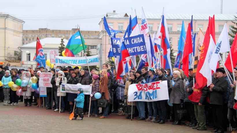 Общественная акция в Архангельске собрала на площади перед драмтеатром около тысячи северян