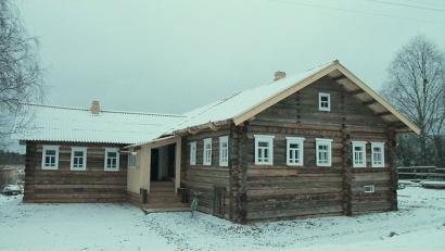 Изба Иосифа Бродского в Норинской: внутри дома ежедневно топятся печки, ведутся отделочные работы