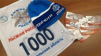 В первый день регистрации участников соревнований в Архангельске было выдано три тысячи комплектов шапочек и номеров