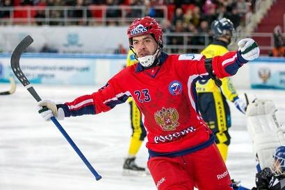 На счету Евгения Дергаева - 10 очков по системе «гол+пас» (5+5). Фото пресс-службы СК «Водник»