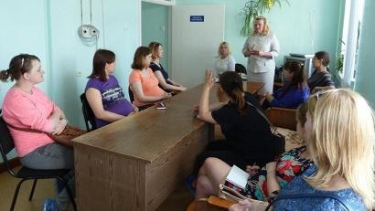 Встречи проходят в рамках цикла занятий «Счастье рядом» и нацелены на правовое просвещение молодых родителей