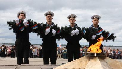 Центральным событием празднования Дня ВМФ в Архангельске стал торжественный митинг на площади Мира у Вечного огня