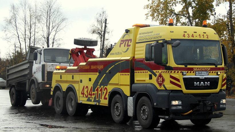 При помощи грузового эвакуатора архангельской РТС на специализированные стоянки помещено 21 транспортное средство