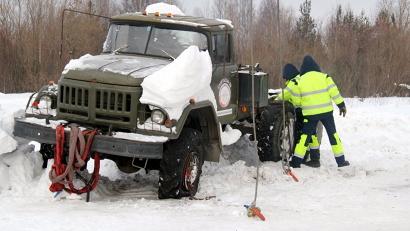 За год большегрузы наносят российским дорогам ущерб в 2,6 триллиона рублей