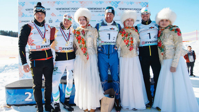 Главной «звездой» мужской эстафетной гонки стал, без сомнения, олимпийский чемпион Сочи-2014 Александр Легков, который выступал за сборную Ханты-Мансийского автономного округа