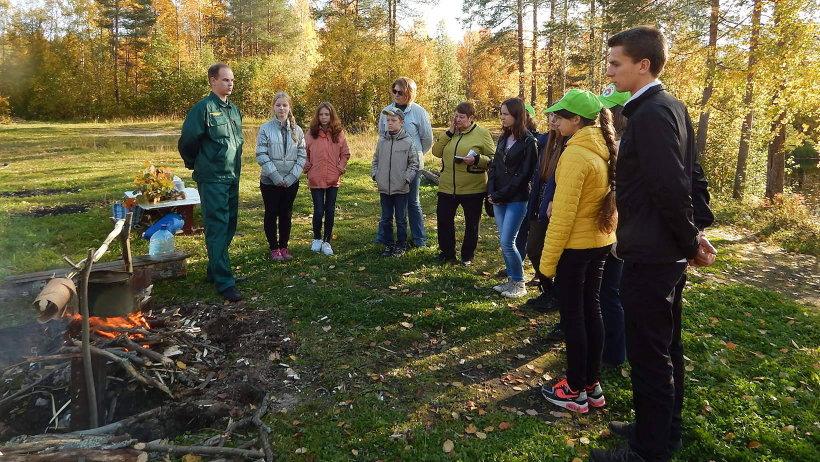 Специалисты Архангельского лесничества рассказали школьникам как грамотно и безопасно организовать лесной комфорт
